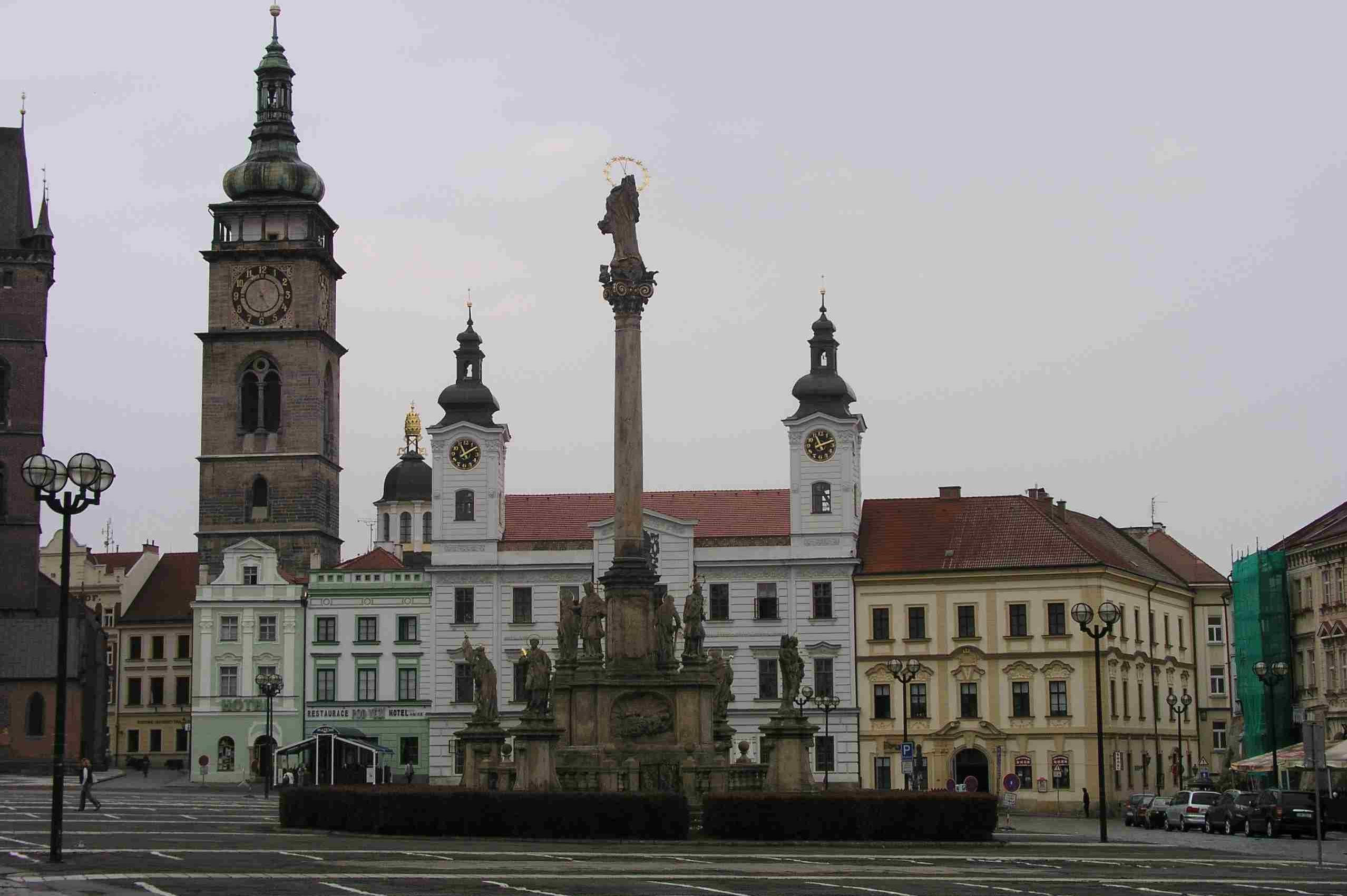 Historická budova Radnice na Velkém náměstí prochází opravou oken